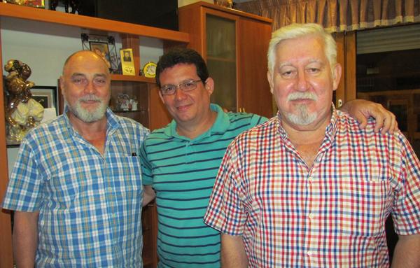 Con los escritores españoles Juan Calderón Matador y Javier Bueno Jiménez, en Guardamar.