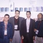 Mit dem Puerto Rican Schriftsteller Elidio La Torre, dem dominikanischen José Carvajal (Direktor der LIBRUSA Agentur) und der kubanische Schriftsteller Guillermo Vidal. Guadalajara, México, 2002.