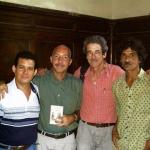 Mit dem kubanischen Schriftsteller Enmanuel Castells, dem Cineast Fernando Pérez und dem kubanischen Schriftsteller Ernesto Santana. Havanna, Kuba, 2003.