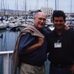 Mit dem kubanischen Schriftsteller Reynaldo González, in Semana Negra. Gijón, Spanien, 2002.