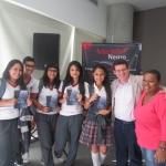 Acompañado por un grupo de estudiantes asistente al Festival Medellín Negro. Medellín, Colombia, septiembre 2013.