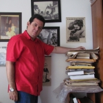 In den frühen Tagen seiner Tour der Untersuchung durch Mittelamerika und U.S.A für das Schreiben der autorisierten Biographie des panamaischen Helden Hugo Spadafora. Panama, September 2011.