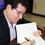 """""""Escribir la novela biográfica sobre la vida del doctor y guerrillero panameño Hugo Spadafora Franco ha sido uno de los mayores retos en mi carrera como escritor y periodista"""". Panamá, 2013."""