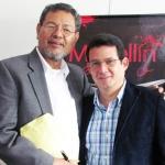 Con el escritor mexicano Elmer Mendoza, Medellín, Colombia, septiembre 2013.