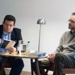 Con su colega y amigo, el escritor y traductor italiano Giovanni Agnoloni, durante una lectura conjunta en la librería La Rayuela, Berlín, mayo 2014.