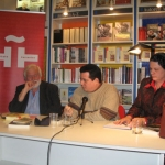 "Tour to promote the German edition of ""Las palabras y los muertos"". With the German writer Martin Franzbach and Spanish Helena Cortes (Director of Cervantes Institute Bremen-Hamburg), at the Instituto Cervantes in Hamburg. Hamburg, Germany, October, 2008."