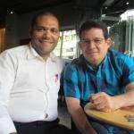 En Madrid, con el escritor panameño Pedro Crenes Castro, agosto de 2015.