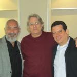 """Con los escritores cubanos Leonardo Padura y Abilio Estévez, Coloquio """"Ecrire/Decrire La Havane"""", Universidad de Niza, Francia, mayo 2012."""