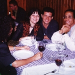 Con su editora española Nicole Cantó (Editorial Zoela) y el escritor argelino Yasmina Khadra,  en Semana Negra, Gijón, España, 2002.