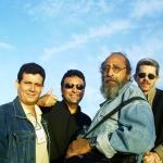 Con los cubanos Agustín Labrada, Guillermo Vidal y Alberto Garrandés, La Habana, Cuba, 2000.