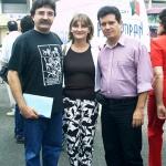 Con el español Antonio Lozano (y su esposa) en Semana Negra, Gijón, España, 2002.
