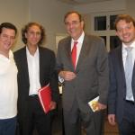 Con el historiador cubano Jorge Luis Vázquez (al centro) y el escritor cubano Carlos Alberto Montaner. Berlín, Alemania, julio 2011.