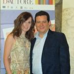 """Con la actriz y escritora italiana Sarah Maestri, en Castellaneta, Puglia, durante el evento literario """"Spiagge D'Autore"""", Italia, julio 2012."""