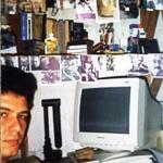 """En la casa de mi esposa Berta Medina, en la calle Perseverancia, también sin espacio, puse mi librero y la computadora junto al tanque de agua del edificio"""", La Habana, Cuba, 2000."""