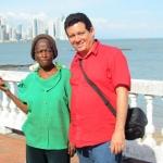 En Panamá, junto a la mítica maestra María Uter, figura respetada y querida por los habitantes del barrio panameño de San Felipe. Panamá, septiembre 2011.