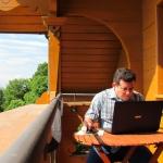 Escribiendo en la Residencia Internacional para Escritores Villa Waldberta. Feldafing, Alemania, julio 2012.